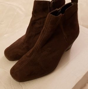 Avenue cloudwalker ankle boots-size 8